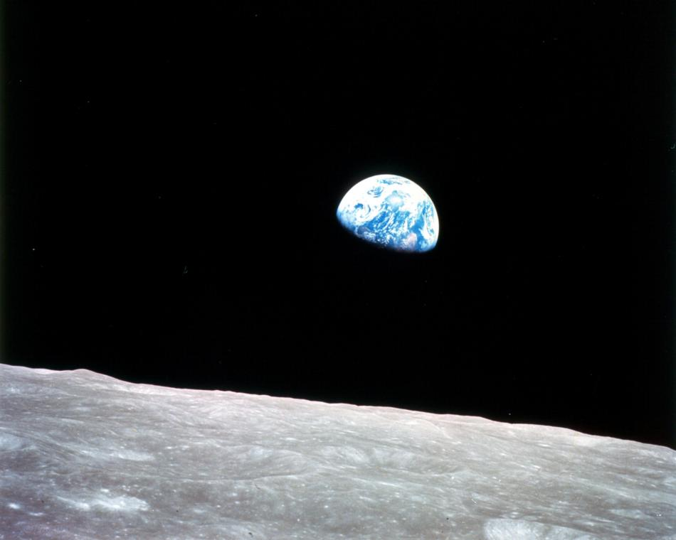 Earthrise.297755main_GPN-2001-000009_full_0_size956.jpg