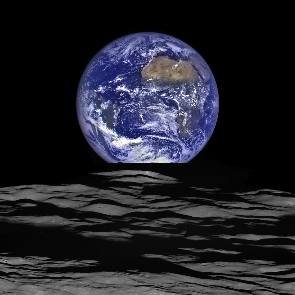 New_High-Resolution_Earthrise_Image_size956.jpg